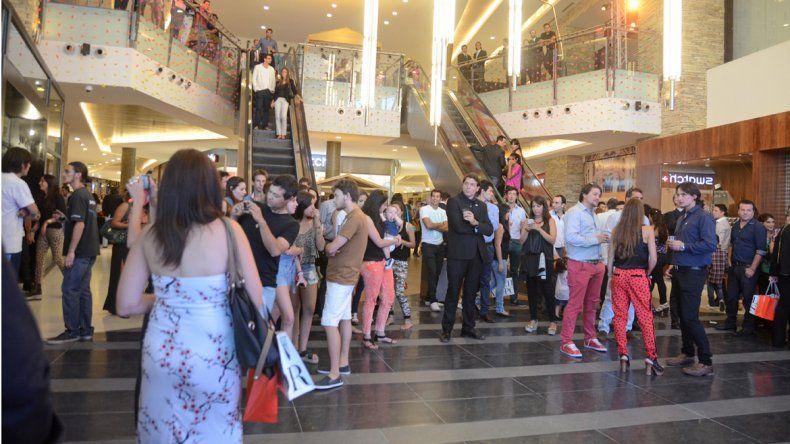 Los shoppings deberán informar las vías de evacuación en pantallas