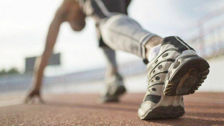 El calzado deportivo acentúa todo el impacto en los talones.