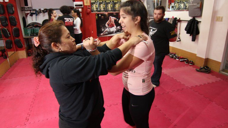 Para enfrentar la inseguridad, más mujeres aprenden defensa personal