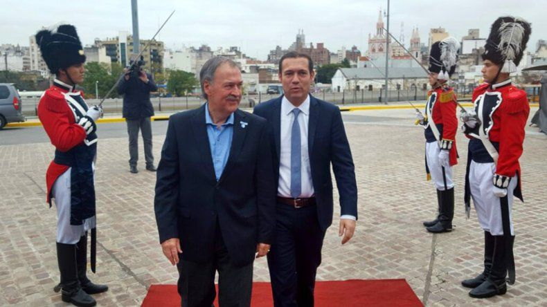 Omar Gutiérrez y su par Juan Schiaretti en Córdoba.