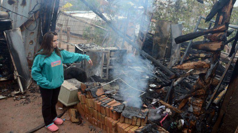 Aldana salvó a sus tres hijos de las llamas que consumieron su casa.