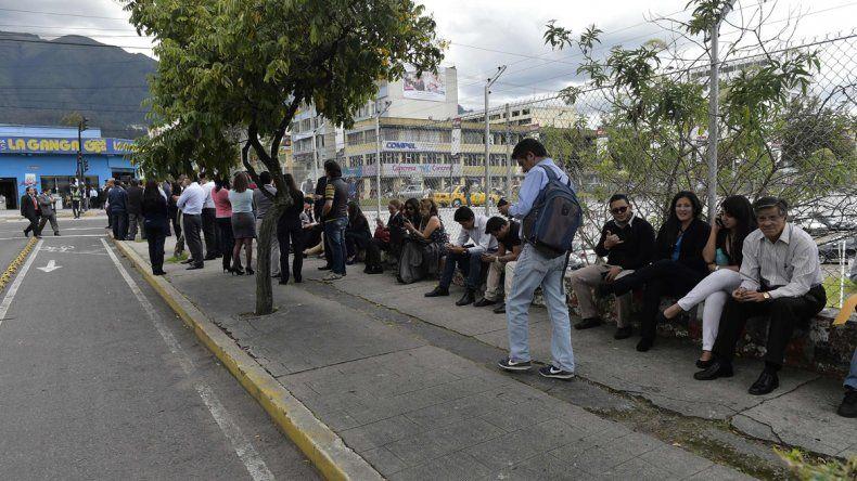 Preventivamente ordenaron desalojar oficinas en Quito.