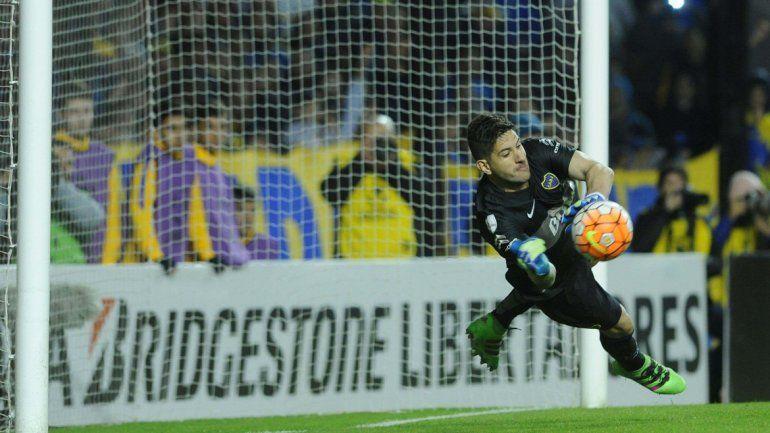 Boca avanzó por una formidable labor del 1 en los penales.