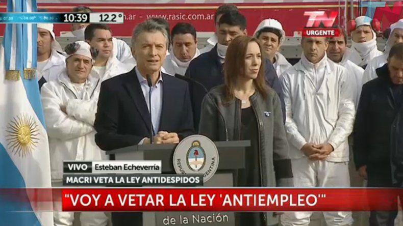 Macri anunció que vetará la ley antidespidos.