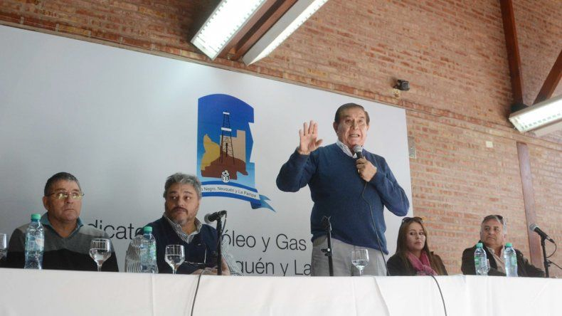 El petrolero criticó el veto de Macri a la ley antidespidos.
