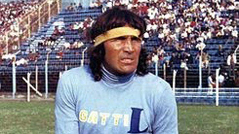 El Loco Gatti también hizo historia en el arco de Boca atajando penales.