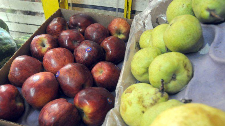 De la chacra a la góndola: la manzana y la pera cuestan 11 veces más