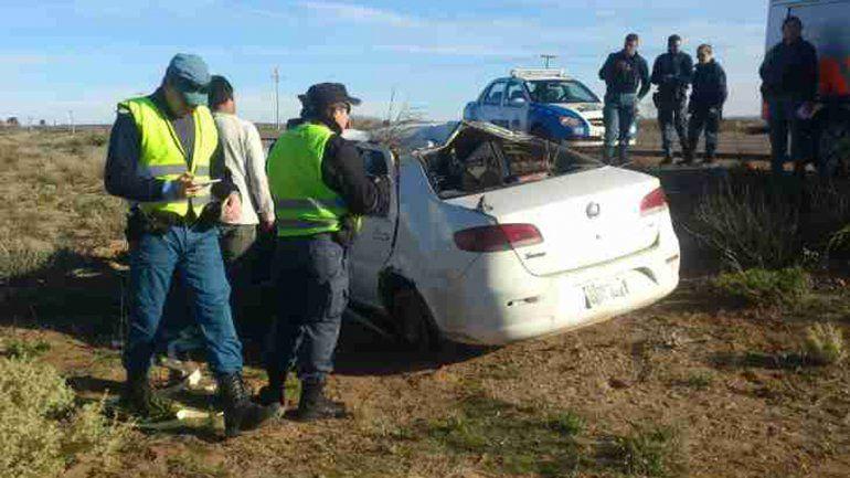 Un remisero borracho se despistó y volcó sobre la Ruta 17: dos personas heridas