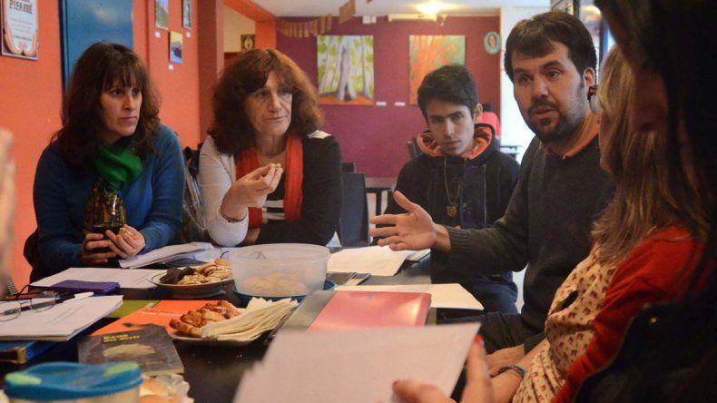 El grupo se reúne en una sala de La Conrado Cultural.