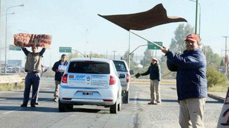 Ceramistas realizaron una volanteada en Neuquén y Cutral Co