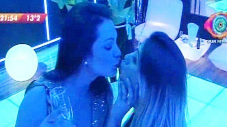 La ex de Leonardo Fariña ya besó a Belén y toqueteó bajo las sábanas a Matías.