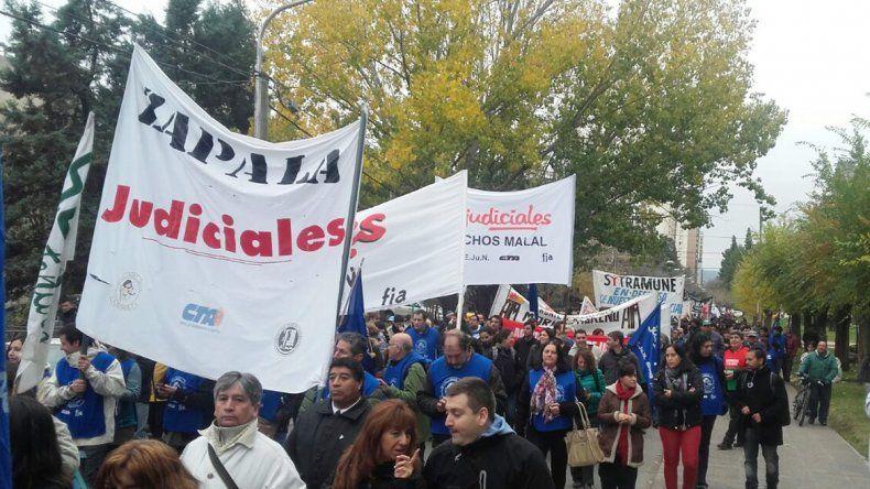 Marcha de estatales en contra de la reforma de ISSN.