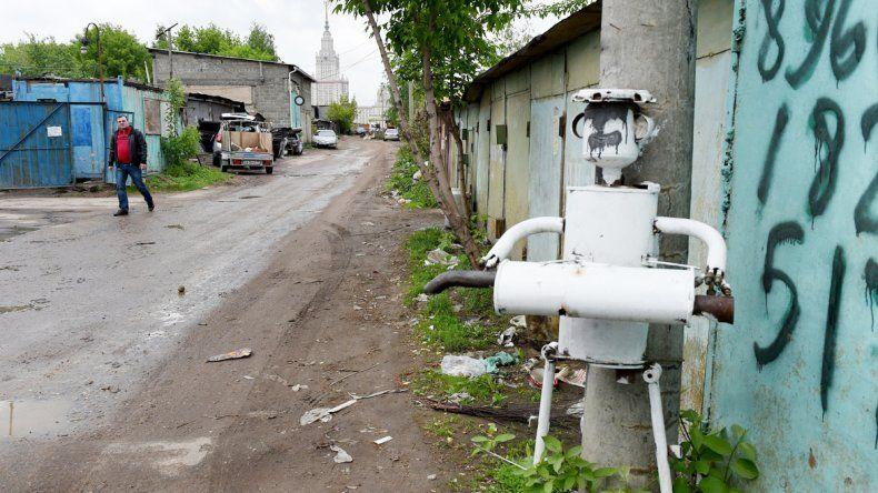 Un taller de reparación de autos en Moscú. En algunos lugares de Rusia ya empiezan a tolerarlos.