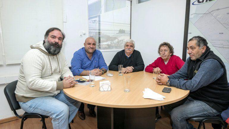 Lucca junto a dirigentes de cuatro de los históricos clubes deportivos.