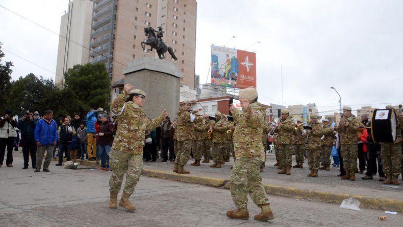 Gutiérrez y Quiroga encabezaron el acto por los 206 de la Revolución de Mayo