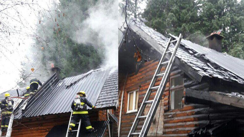 Un incendio consumió la parte superior de una vivienda