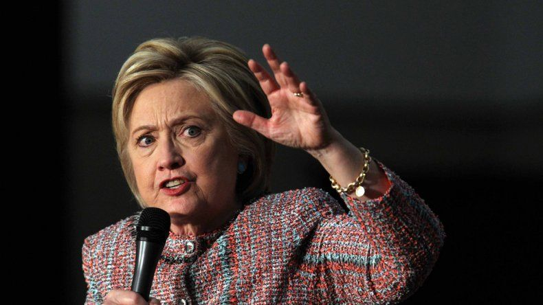 El fuego amigo ahora complica a Hillary Clinton