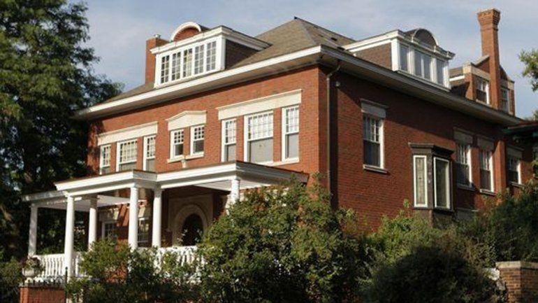 La mansión tiene nueve habitaciones y ocho baños.