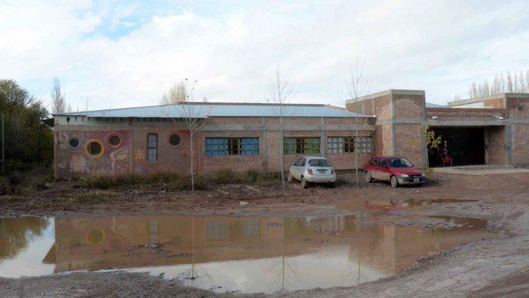 La escuela está muy deteriorada. Hace años que tiene problemas.
