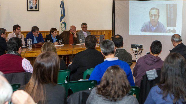 El gobernador Omar Gutiérrez estuvo en teleconferencia y recibió las propuestas del sector hotelero.