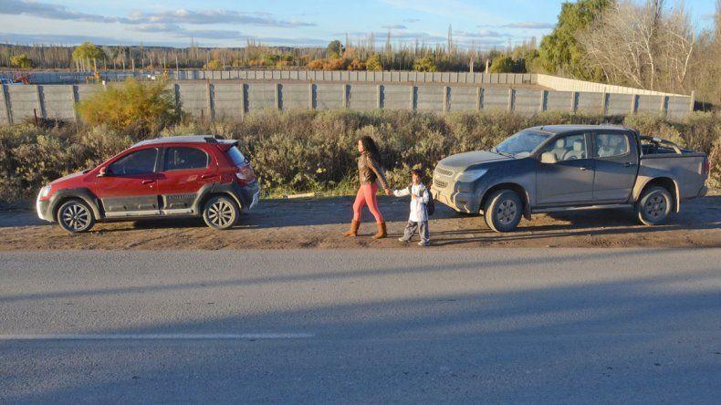 Cientos de chicos en Plottier conviven todos los días con un pozo de gas