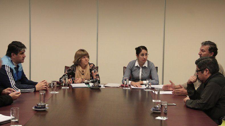 La diputada provincial por el FpV se reunió esta mañana con representantes de los clubes locales.