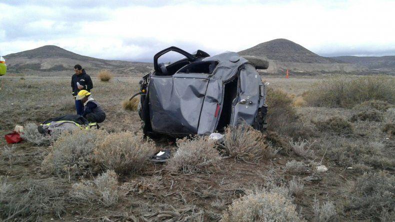 El Renault Clio quedó destruido.
