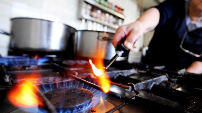 Jubilados y trabajadores con sueldos de hasta $ 12.000 quedarían afuera de suba de gas