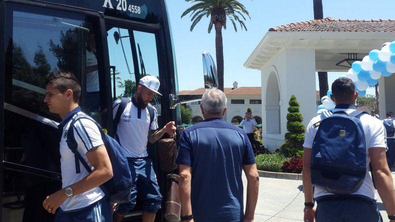 La selección llegó a Santa Clara, mientras Messi descansa en Rosario
