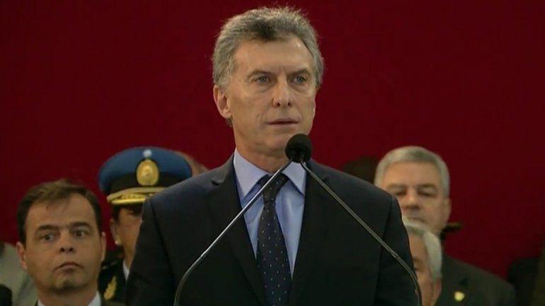 Macri firmó un decreto que le otorga mayores atribuciones a las FF.AA.