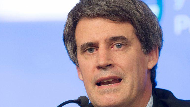 El ministro se refirió a las políticas K ante empresarios en Madrid.