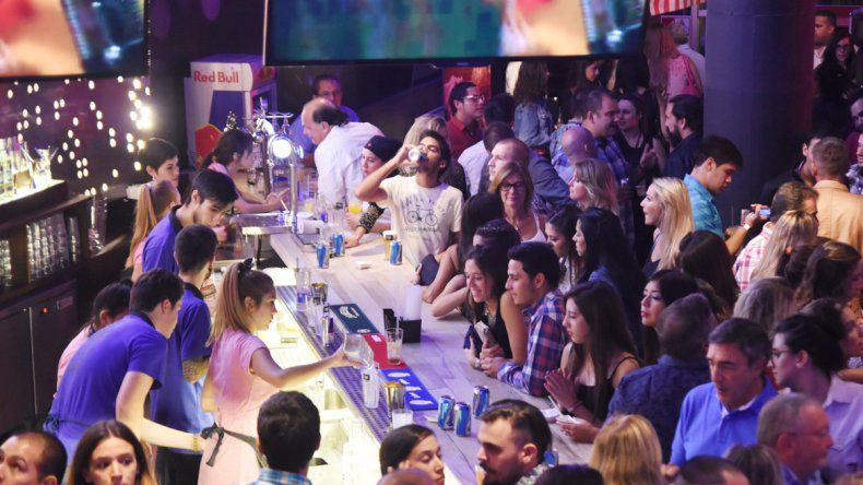 Las ventas en bares y restaurantes cayeron un 30 por ciento, pero aún no prevén despidos