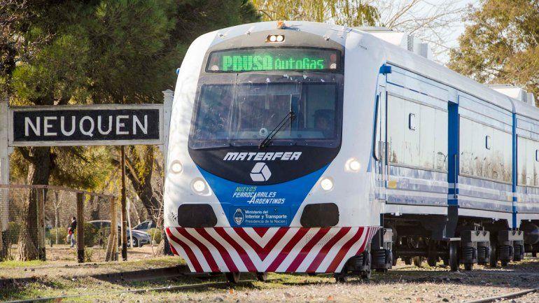 El tren cumple un servicio entre Neuquén y Cipolletti.