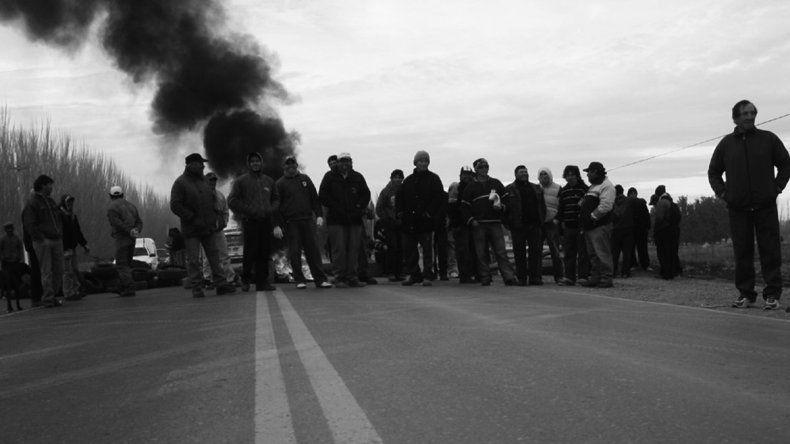 Desocupados bloquearo la Ruta 22 en Plaza Huincul