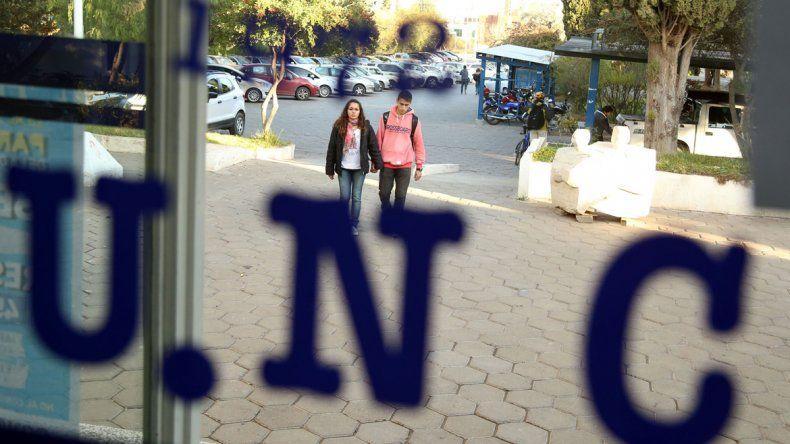 En la UNCo esperan con expectativas que el gobernador Gutiérrez consiga una rebaja tarifaria para la casa de estudios.