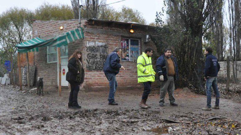 Las Perlas: reparan las calles que se convirtieron en lagunas