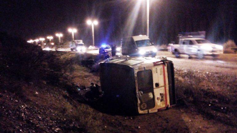 Una camioneta volcó en Ruta 7 a la altura de El Picadero.