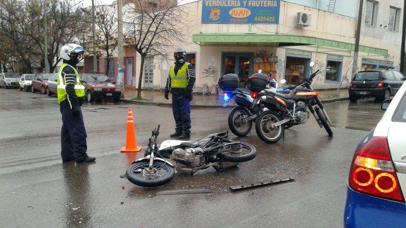 Motociclista pasó en rojo y terminó en el hospital