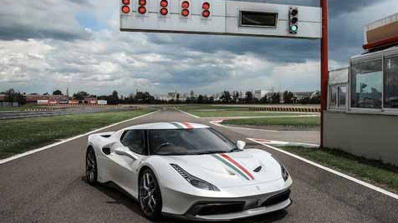 La Ferrari tiene detalles hechos a mano por la marca.