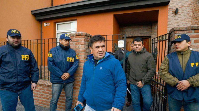 Guillermo Marijuán saliendo ayer de la casa de un hijo de Báez.