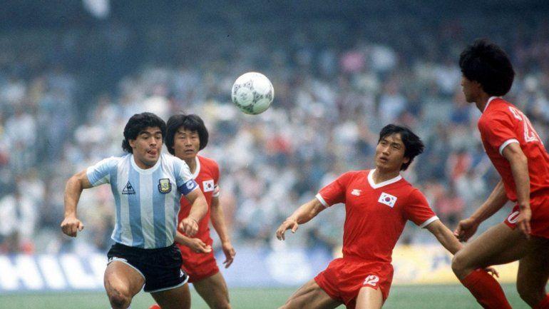Una imagen del primer triunfo de Argentina en el 86. Bilardo habló en exclusiva con este diario.