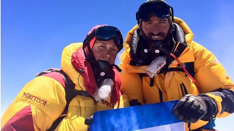 Dos de los montañistas que acompañaron a Arana