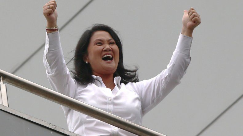 La gente se volcó masivamente a las urnas. El candidato liberal superaba en la segunda vuelta a la hija del ex presidente peruano.