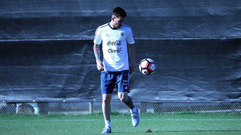 Messi quiere estar en el debut, pero no lo dejan