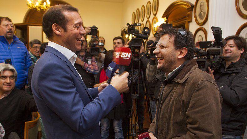 El gobernador agasajó a los periodistas en su día