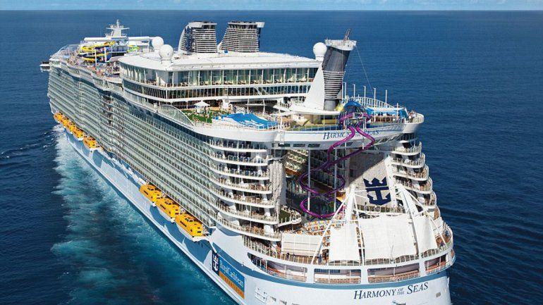 El imponente barco de lujo tiene 362 metros de largo.