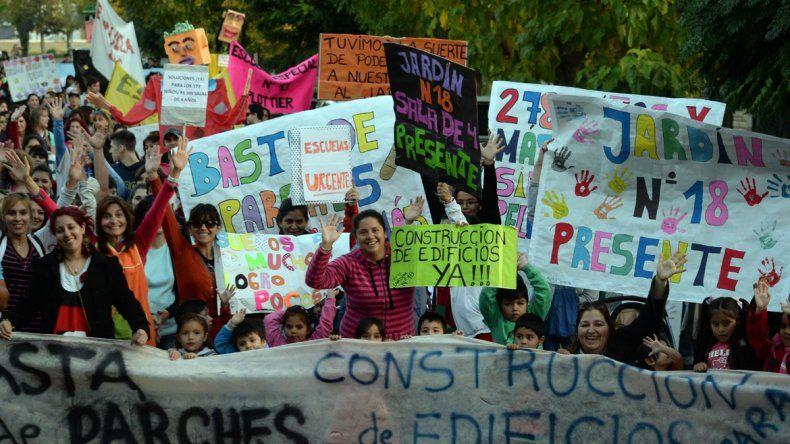 La comunidad educativa ya realizó varias marchas para reclamar.