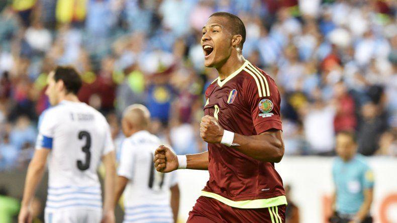 Rondón festeja el gol del triunfo histórico de Venezuela.
