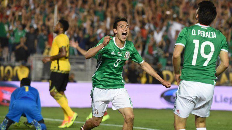 México venció 2 a 0 a Jamaica.