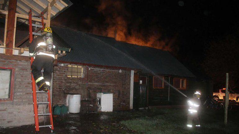 Una estufa a leña provocó un incendio en un camping